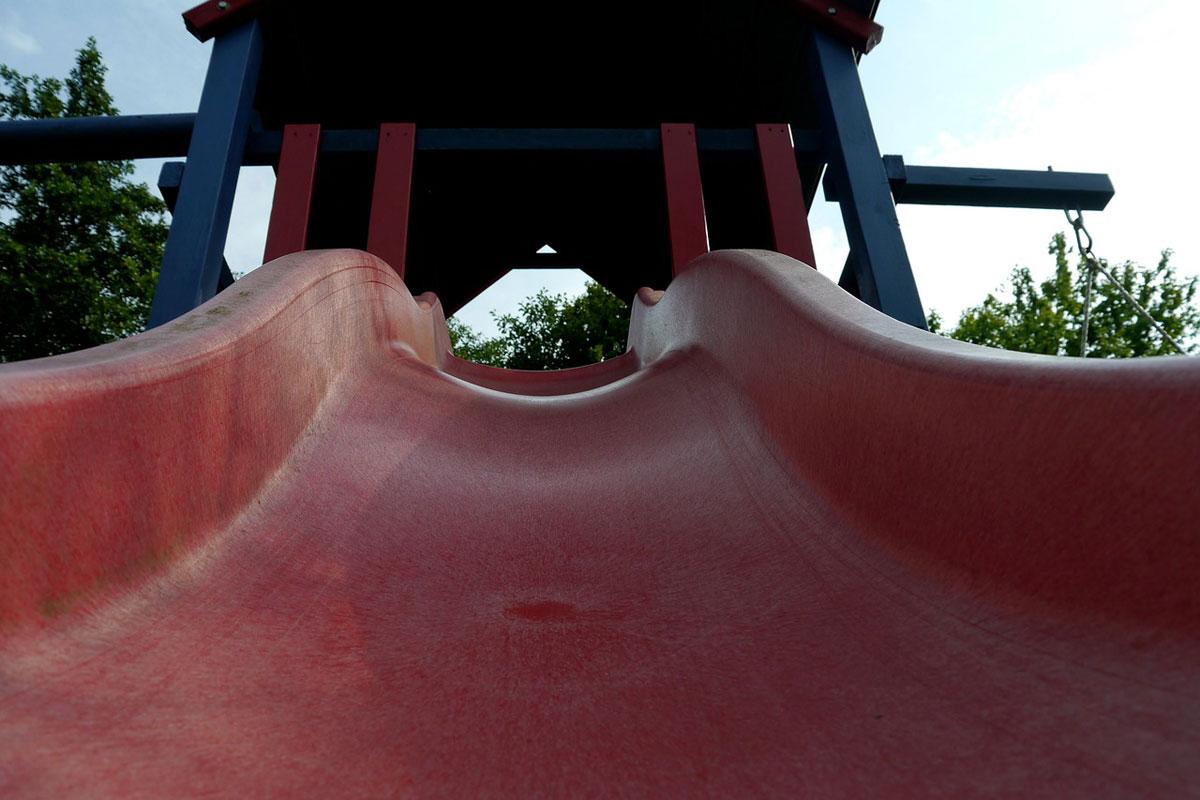 Spielturm und sandkasten f r den eigenen garten familien for Gartengestaltung kinderfreundlich